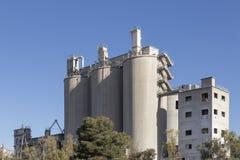 Цементируйте фабрику в Puerto de Сагунто, Валенсии, Испании Стоковая Фотография RF