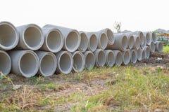 Цементная труба на поле Стоковые Изображения RF