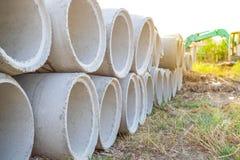 Цементная труба на поле Стоковая Фотография