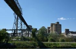 Цементный завод Cemex, надземный транспортер, южное Ferriby, Barton на-Humber r стоковая фотография rf