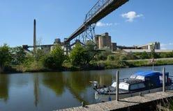 Цементный завод Cemex, река & надземный транспортер, южное Ferriby, Barton на-Humber r стоковые фотографии rf