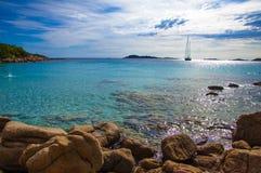 Цена Сардиния esmerald залива Capriccioli ландшафта стоковое изображение rf