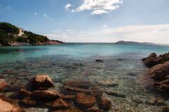 Цена Сардиния esmerald залива Capriccioli ландшафта стоковые фотографии rf