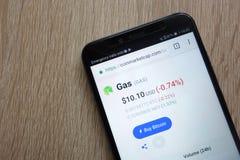 Цена cryptocurrency газа на coinmarketcap вебсайт com показанный на смартфоне 2018 Huawei Y6 стоковые изображения