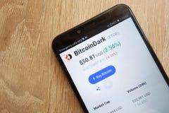 Цена cryptocurrency BitcoinDark BTCD на coinmarketcap вебсайт com показанный на смартфоне 2018 Huawei Y6 стоковая фотография rf