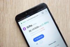 Цена cryptocurrency Gifto GTO на coinmarketcap вебсайт com показанный на смартфоне 2018 Huawei Y6 стоковое фото rf