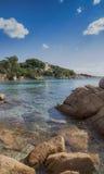 Цена esmerald залива capriccioli Сардинии стоковое изображение rf