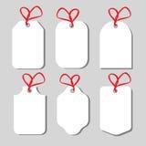 Ценники и карточки подарка связанные вверх с смычками шпагата Стоковые Фотографии RF
