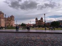 центральная площадь Cusco и собора стоковая фотография rf