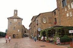Центральная площадь Sovana, средневековая деревня в provinc Гроссето стоковое изображение