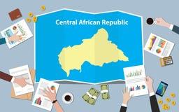 Центрально-африканская команда нации роста страны экономики Африки обсуждает с взглядом карт створки от верхней части иллюстрация штока