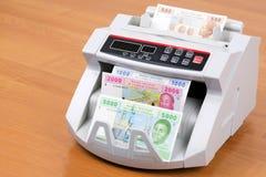 Центрально-африканские деньги в считая машине стоковое изображение