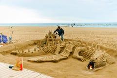 Центральный пляж Барселоны песок и современная архитектура стоковое фото