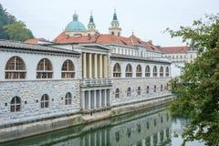 Центральный рынок и река Ljubljanica стоковое фото