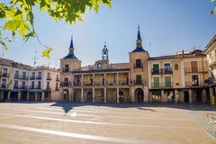 Центральная площадь в утре, Osma, Испания стоковые фотографии rf