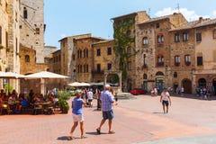 Центральная площадь San Gimignano, Тосканы, Италии Стоковые Изображения