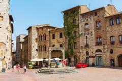 Центральная площадь San Gimignano, Тосканы, Италии Стоковое Изображение