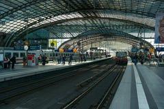 Центральная станция Берлина. Железнодорожная платформа Стоковое Фото