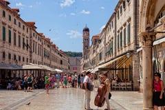 Центральная улица городка Дубровника старого, Хорватия Стоковая Фотография RF