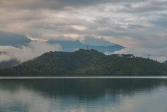центральные восхитительные горы луны озера устанавливают солнце taiwan остальных релаксации поистине Стоковое Фото