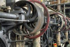 Центральный вал управляемый поясом в старой колониальной фабрике, Ява, Индонезии Стоковая Фотография