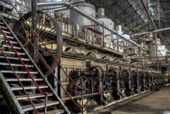 Центральный вал управляя поясом другими машинами в старой фабрике, Ява, Индонезии Стоковые Фотографии RF