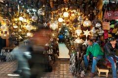 Центральный рынок города с туристами и продавцами Стоковое Изображение RF