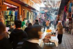Центральный рынок города с туристами и продавцами Стоковая Фотография
