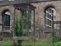 Центральный сад Лондона Крайстчёрча Greyfriars стоковые фотографии rf