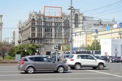 Центральный универмаг в жаре лета Москвы стоковые изображения