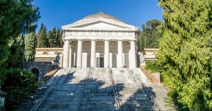 Центральный участок кладбища Staglieno сделанного из мрамора в городе Генуи, Италии стоковое фото rf