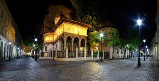 Центр Бухареста старый на ноче стоковая фотография rf