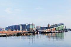 Центр в раннем утре, Амстердам науки Nemo Стоковая Фотография RF