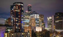 Центр города горизонта Сиэтл вечером стоковое изображение rf