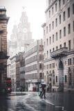Центр города Ливерпуля в дожде стоковые изображения