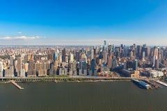 Центр города Манхэттен Нью-Йорка в NYC NY в США Воздушный взгляд вертолета стоковое изображение rf