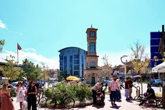 Центр города с башней с часами стоковое фото