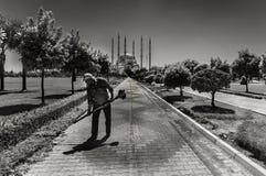 Центр города Adana, расположенный на банках реки Seyhan, самая большая мечеть в Турции стоковые фото