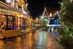 Центр города Volendam на Новогодней ночи стоковое фото rf