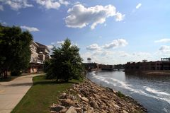 Центр города вдоль реки Стоковое Фото