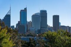 Центр города горизонта Сиднея и причал пальцев на солнечный день Стоковая Фотография RF