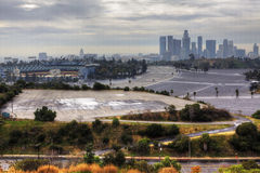 Центр города Лос-Анджелеса с стадионом Доджер на переднем плане стоковое фото rf