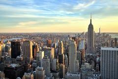 Центр города Нью-Йорка с Эмпайром Стейтом Билдингом на заходе солнца Стоковые Изображения