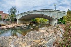 Центр города greenville Южной Каролины вокруг парка падений Стоковое Изображение