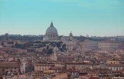 Центр Рима исторический с базиликой St Peter стоковая фотография
