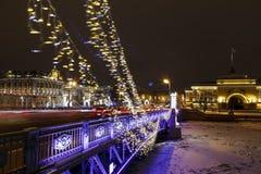 Центр Санкт-Петербурга украшен на Новый Год Ночь Петербург в освещении СИД Праздники Нового Года в России стоковое изображение rf