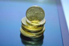 Центы евро штабелированные в куче стоковые фото