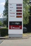 Цены бензоколонки раковины в евро стоковая фотография rf