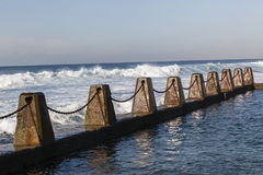 Цепи бассейна океана приливные стоковое фото