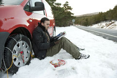 цепи устанавливая снежок человека Стоковые Изображения RF